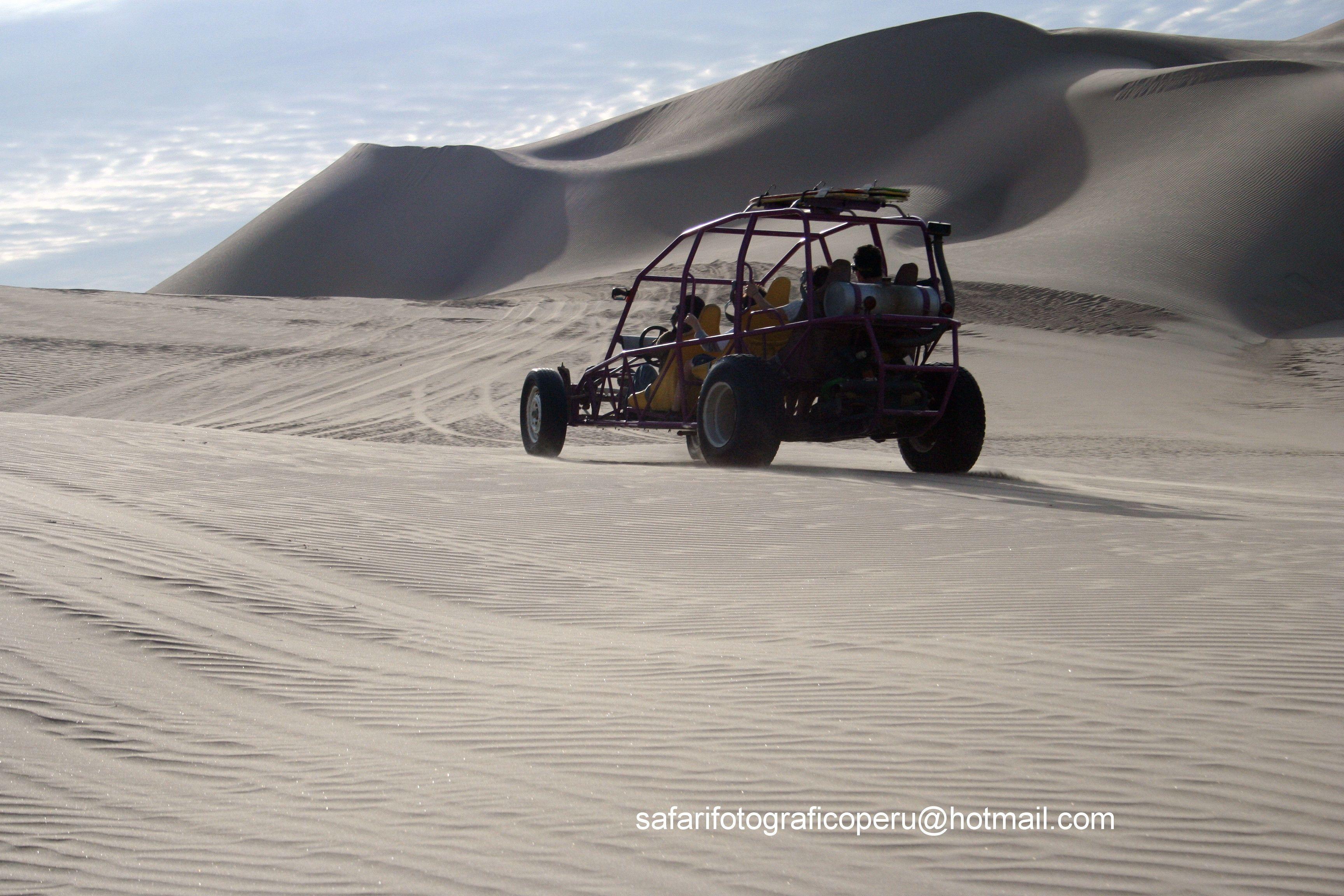 Los vehículos tubulares on el principal medio de transporte entre las dunas iqueñas, diseñados para ofrecerle constante contacto visual con el entorno sin arriesgar su seguridad.