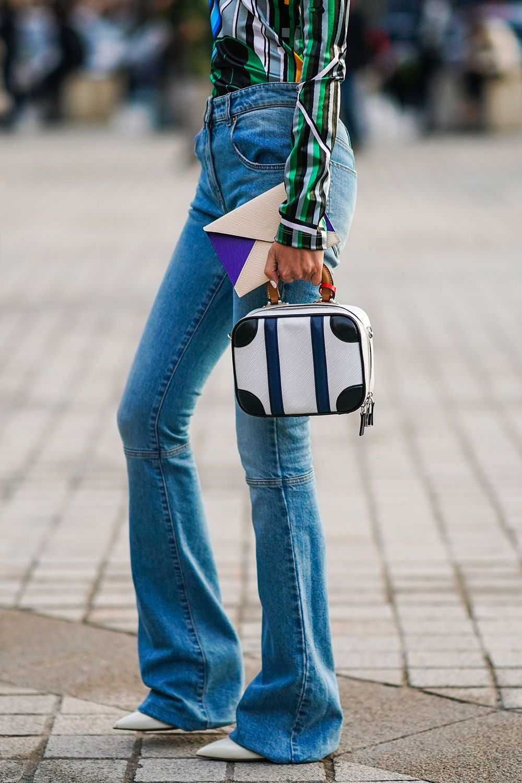 Jeans Trends 2020 Diese Denim Hosen Sind Jetzt Angesagt In 2020 Jeans Trend Modetrends Mode