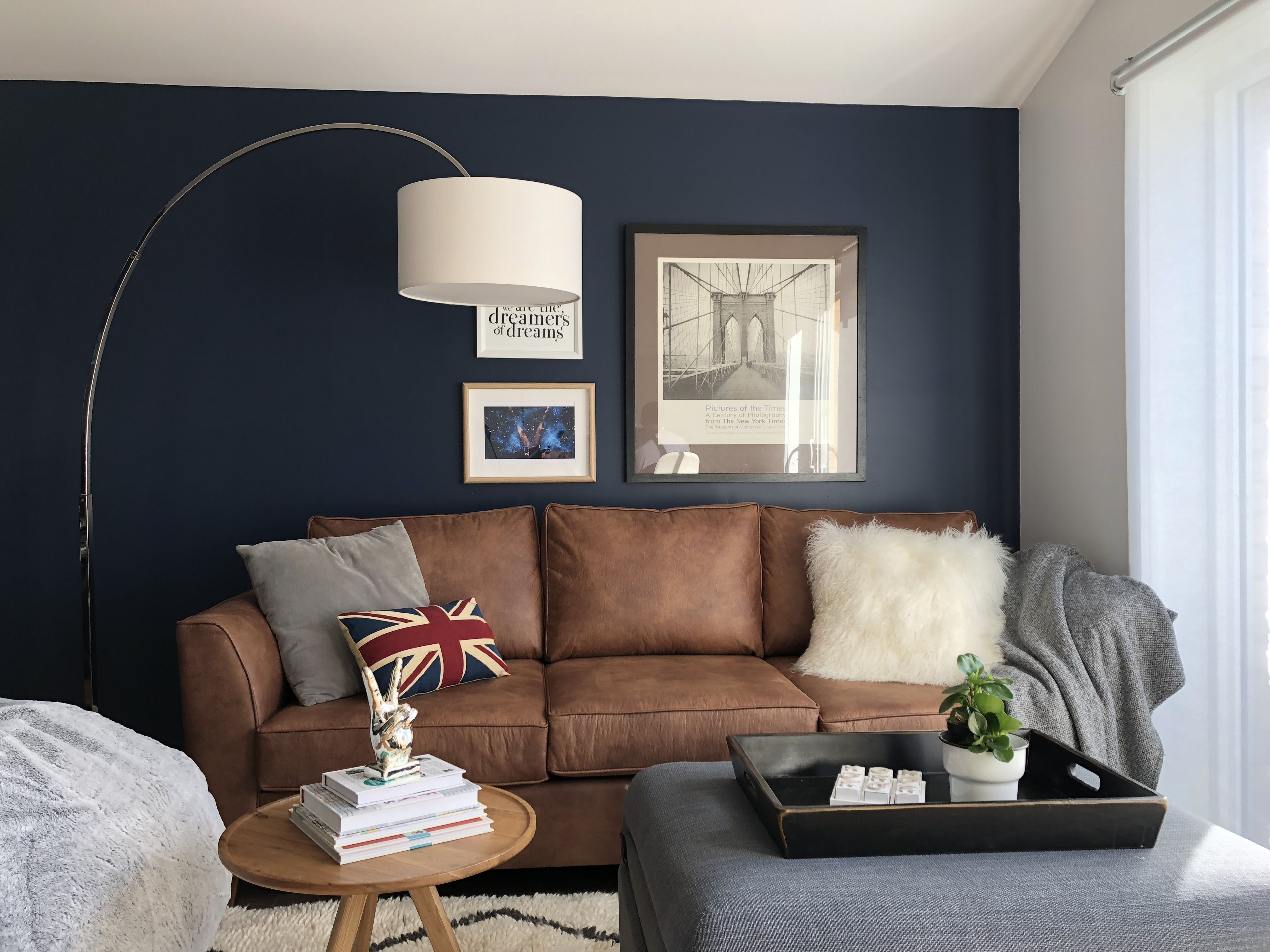 Pin By Kim Gebert On Home And Decor Blue Walls Living Room Blue Feature Wall Living Room Leather Sofa Living Room