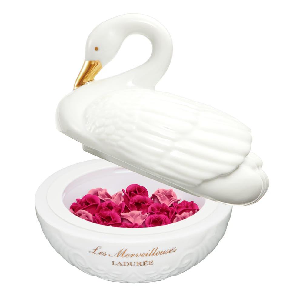 Les Merveilleuses Ladurée Swan of the Merveilleuses 2019