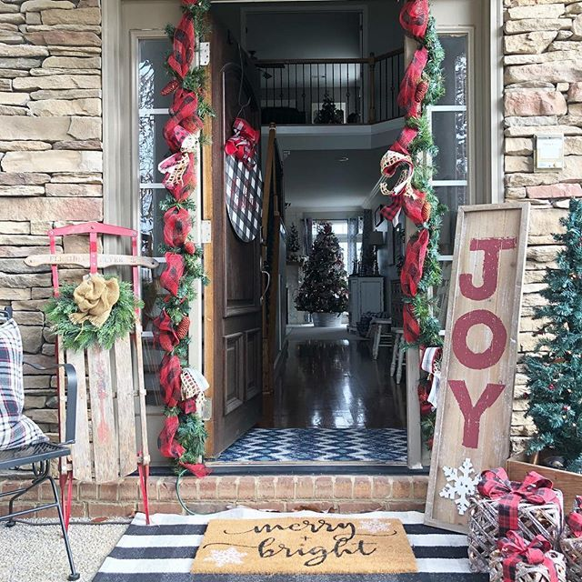 Where Did The Christmas Tree Tradition Originate: Buffalo Check Christmas Tree With Ribbon- 2018