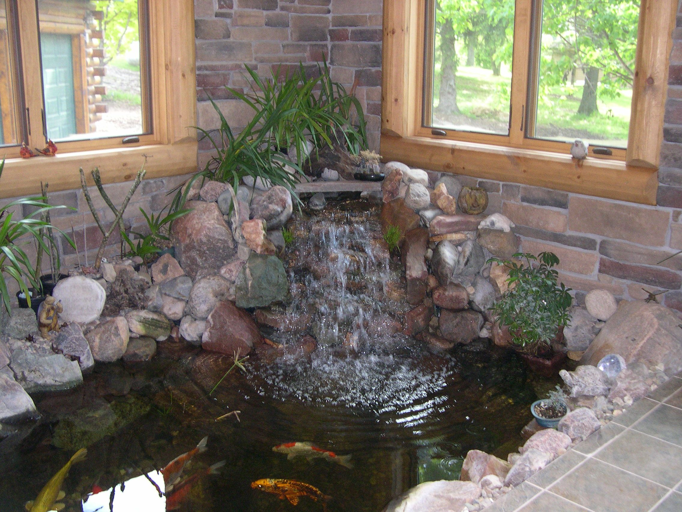 Decoration beautiful luxury small indoor koi pond design for Fish pond fountain design