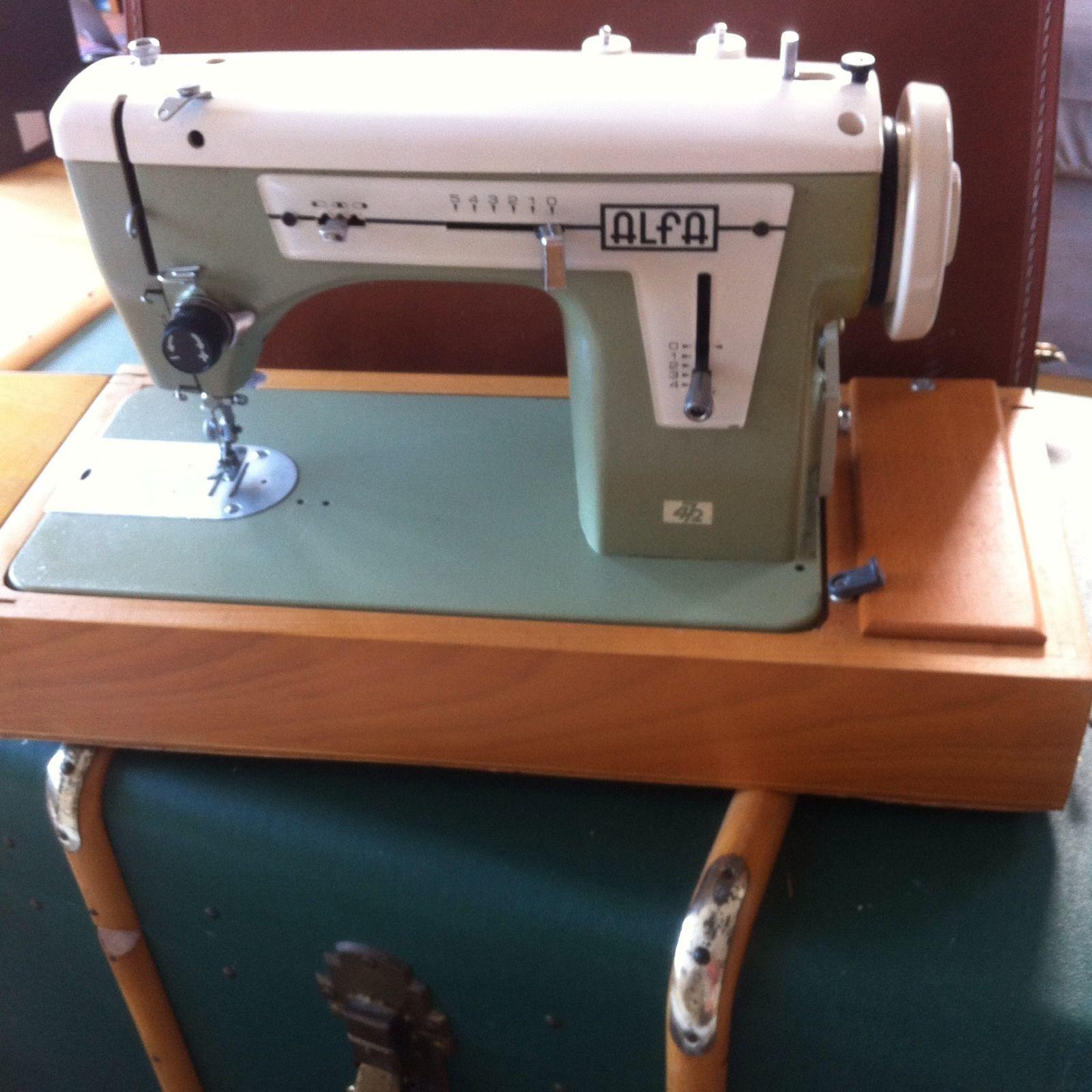 Vintage Green Alfa Sewing Machine Model 472 Zig Zag Spanish Mid