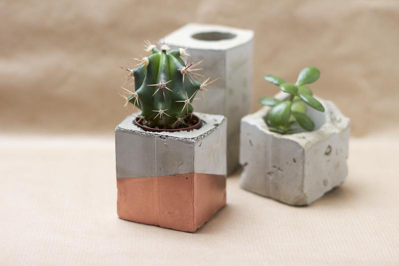 diy vasen aus zement diy yeah baby zement basteln und vase. Black Bedroom Furniture Sets. Home Design Ideas