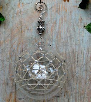 Boule de noël en verre et métal strass et cheveux d'ange Chehoma