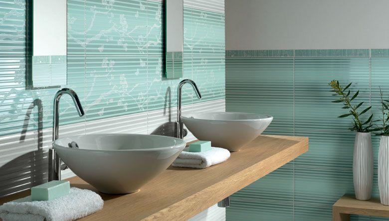 Baldosas azulejos en el dise o de cuartos de ba o una - Combinacion azulejos bano ...