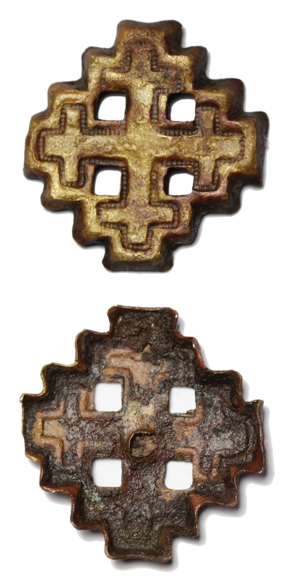 Incomplete Post Medieval copper alloy crosslet mount or badge depicting the arms of Jerusalem.  The mount is in the form of a cross – crosslet with slightly hollowed reverse with no indication of a pin or other mounting mechanism on the reverse. Date: circa 1800 – 1900. Dimensions: 23,0 x 23,6 mm, thickness: 2,5 mm. Weight: 1,3 mm. Found: Lancashire 2015. #metaldetecting  # 0145