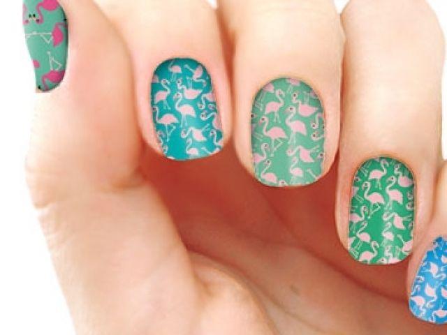 Tendencia: Skins adhesivos en tus uñas | Moda Tips | ModaMood