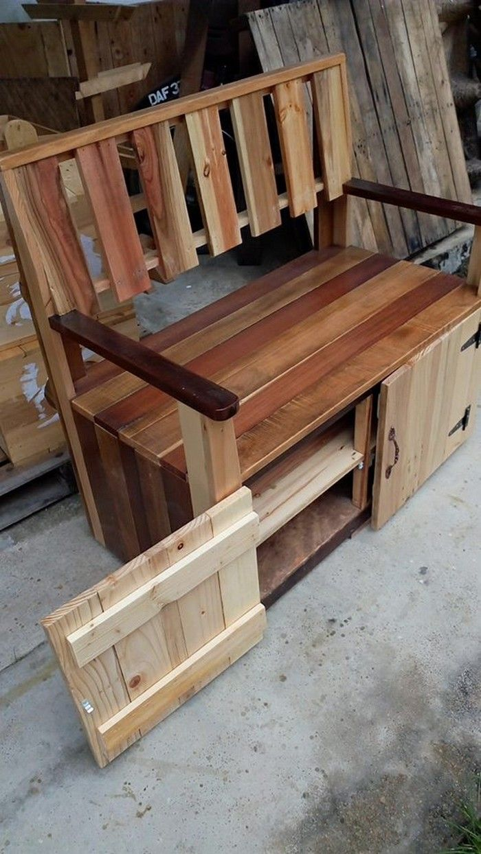 Wooden transport pallets have become increasingly popular for diy - Pallet Crafts Pallet Projects Adult Crafts Woodworking Projects Woodworking Plans Pallet Furniture Plans Waste Reduction Indoor Benches Pallet House