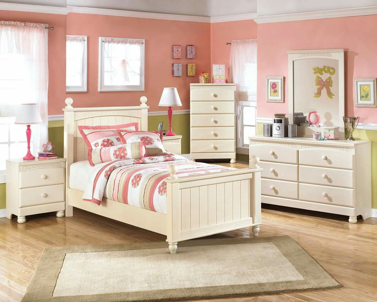 Cuarto para una princesa de Ashley Furniture   Dormitorios ...