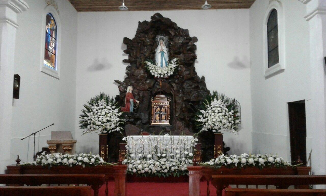 Nuestra Señora De Lourdes Decoraciones De Altar Flores Decoración De Unas
