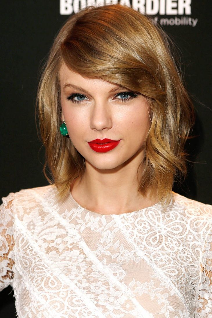 Taylor Swift short blond hair with side bangs hair and