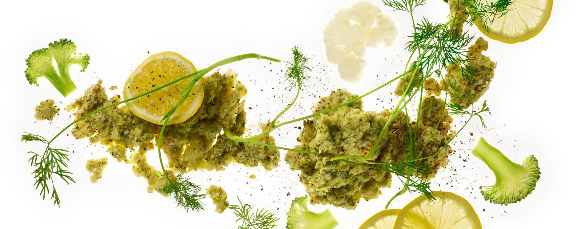 Brokkoli- og blomkålmos med dill og sitron