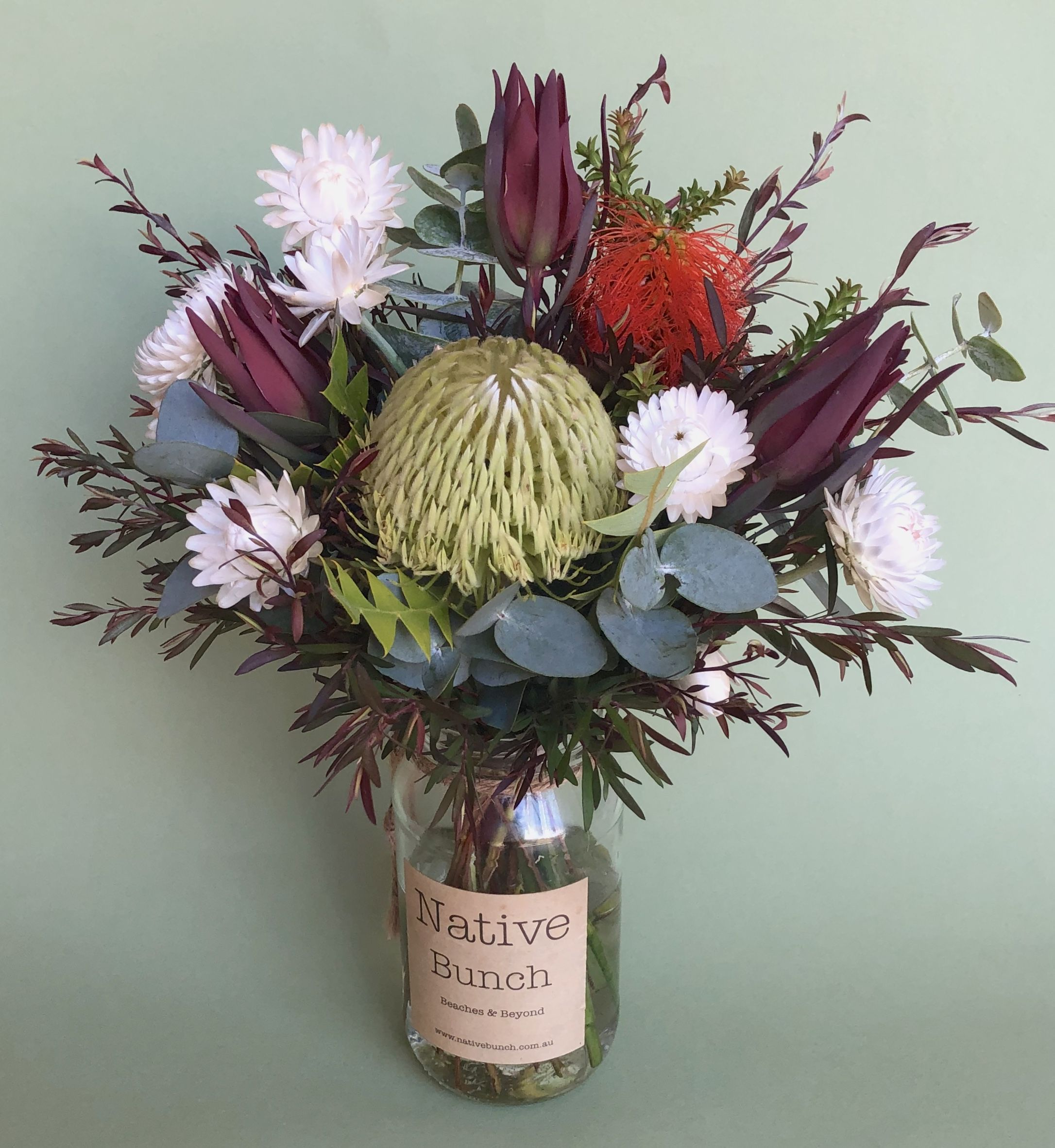 This Week S Natives At Native Bunch Banksia Beaufortia Strawflowers Leucadendrons Ti Tree Foliage Flower Delivery Australian Native Flowers Flowers