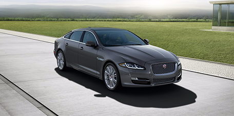 Xjl Supercharged The Xjl Supercharged Possesses A Combination Of Sheer Power And Rich Luxury Luxury Sedan Jaguar Xj Sedan Model