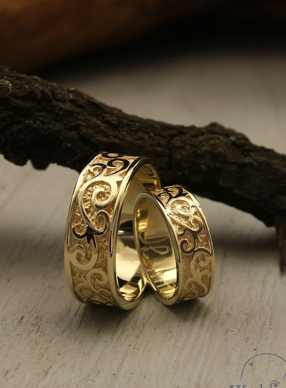Unusual Couple Wedding Bands Set Made In 14k Solid Yellow Gold Unique Vine Relief Wedding Rings His Her Matching Bands Anniversary Gift In 2020 14k Yellow Gold Wedding Band Yellow Gold