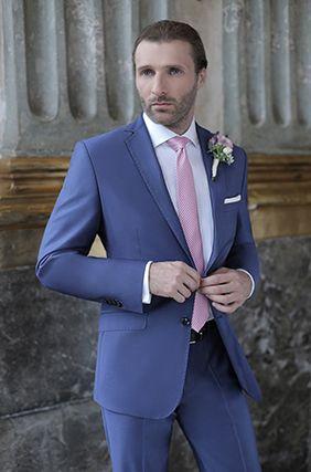 8a1b1fc438ff2 Lookbook Ślubny 2016 garnitury na ślub Giacomo Conti - niebieski garnitur  ślubny Pan Młody, biała koszula, różowy krawat - sprawdź galerię męskich ...