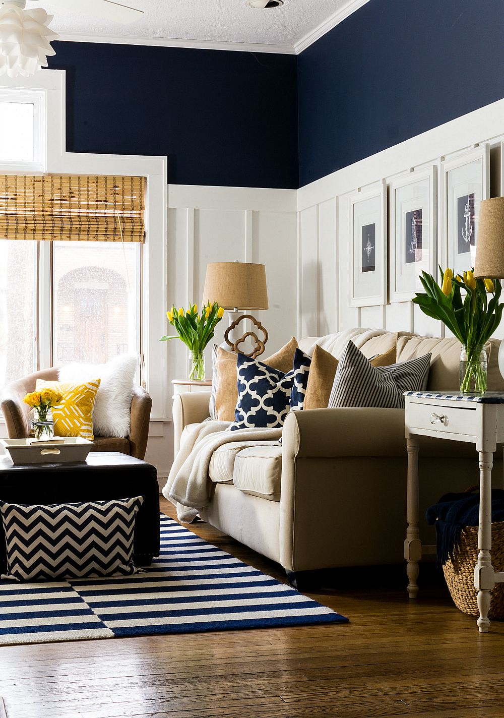 Blue and cream living room - Spring Decor Ideas In Navy And Yellow