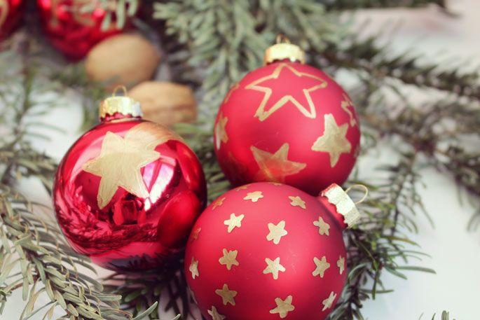 weihnachtskugeln bemalen kugeln verzieren und sterne. Black Bedroom Furniture Sets. Home Design Ideas