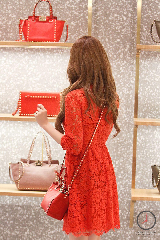 صور عاليه الجوده تيفاني في حدث افتتاح متجر الاكسسوارت Valentino بتاريخ 20 ديسمبر Sone Arab Fans Fashion Girls Generation Valentino Store