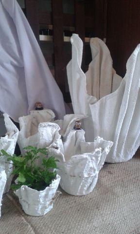 Maceta casera de cemento y tela jardiner a jardin for Antorchas para jardin caseras