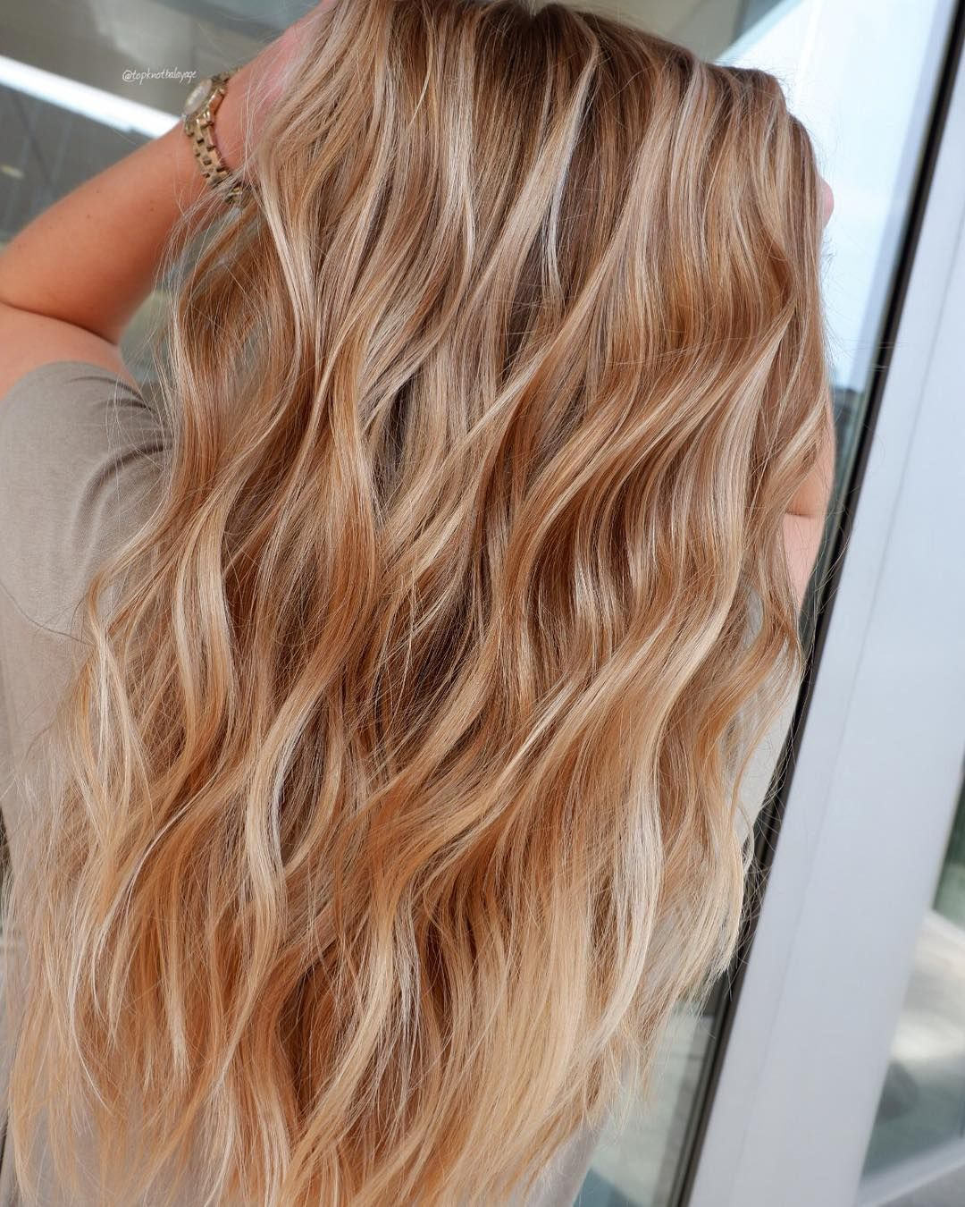 Beachwaves Without The Salt Sand Sun Damage Count Us In Topknotbalayage Proformula Strawberry Blonde Hair Color Silver Blonde Hair Hair Styles