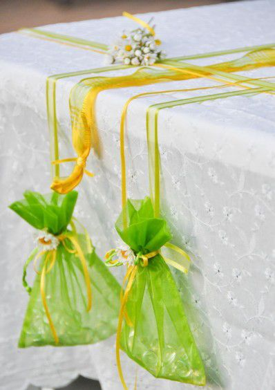 easy tablecloth weights summer garden party organza gift pouches & glass stones (vase fillers).