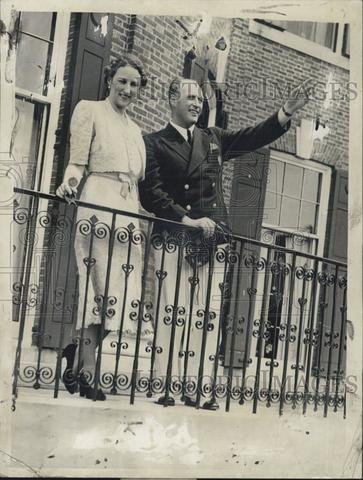 1939 Press Photo Prince Olav & Princess Martha Wave From Balcony - Historic Images