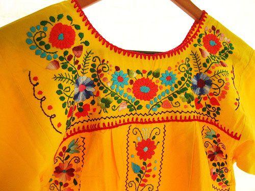 51fdac7bd3 Bordado Mexicano a colores en Amarillo vida by Vestidos Mexicanos Bordados