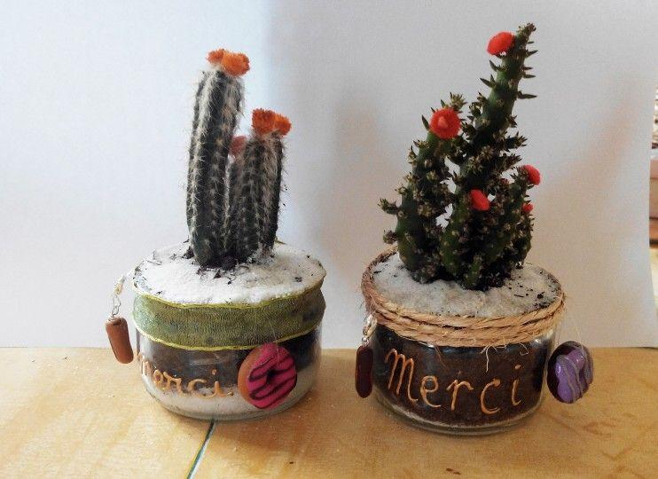 recyclage de pots de yaourt en verre pour cactus pour des. Black Bedroom Furniture Sets. Home Design Ideas