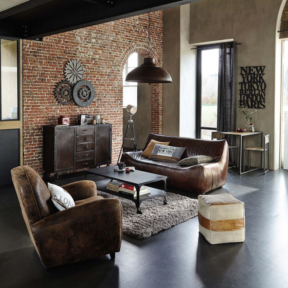 Ein Schickes Wohnzimmer Im Industrie Stil.