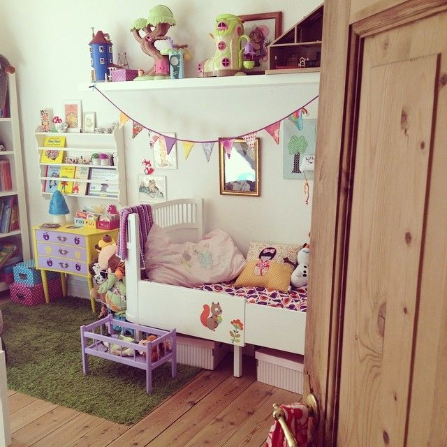 Et kig ind på musens værelse / colorful retro vintage kids room