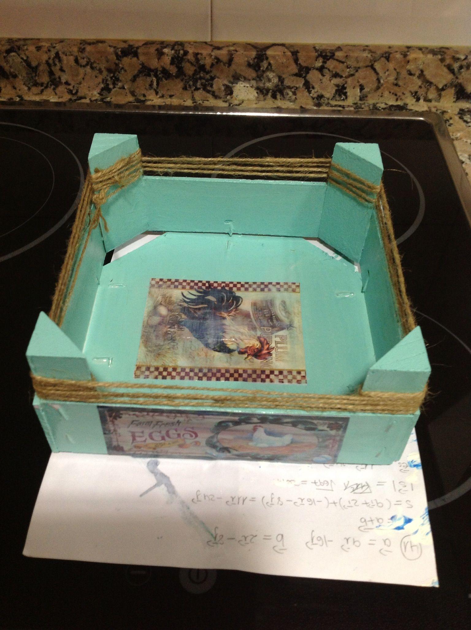Caja de fresas reconvertida en caja para huevos cajas - Caja de huevo ...