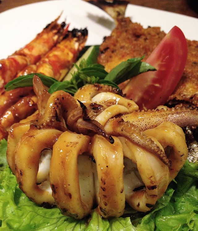 #thefoodspotter #cuisine_captures #wow_delica #igourmetig #foodamology #ptk_food #wildchefs #theartofplating #espressauce #food_of_our_world #foodporn #cumibakar #ikanbakar #yummy #grilled #dinner #lunch #tasty #foodie #delicious #udangbakar #foodpics #hungry #foodgasm #chefsofinstagram #seafood #indonesia #indonesianfood
