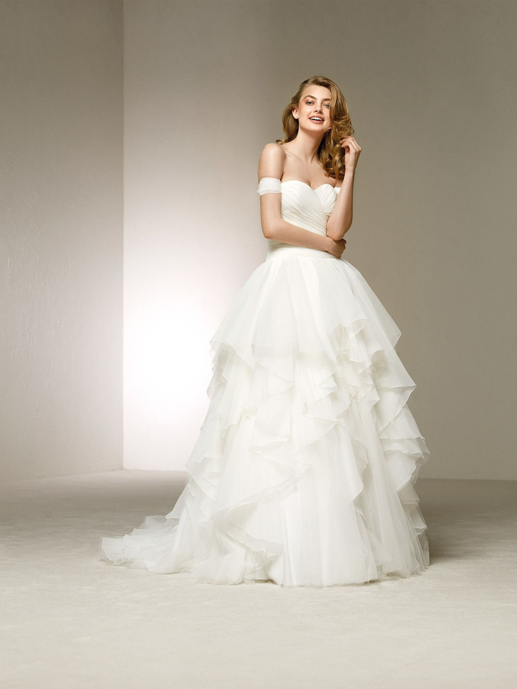 Cinderella inspired wedding dress  Pin by Hunter M on Dresses  Pinterest