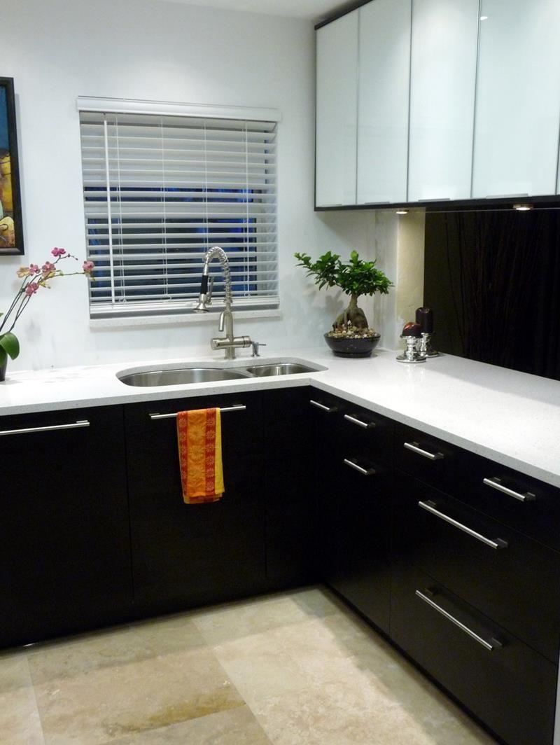 Black And White Kitchen Cabinets Design