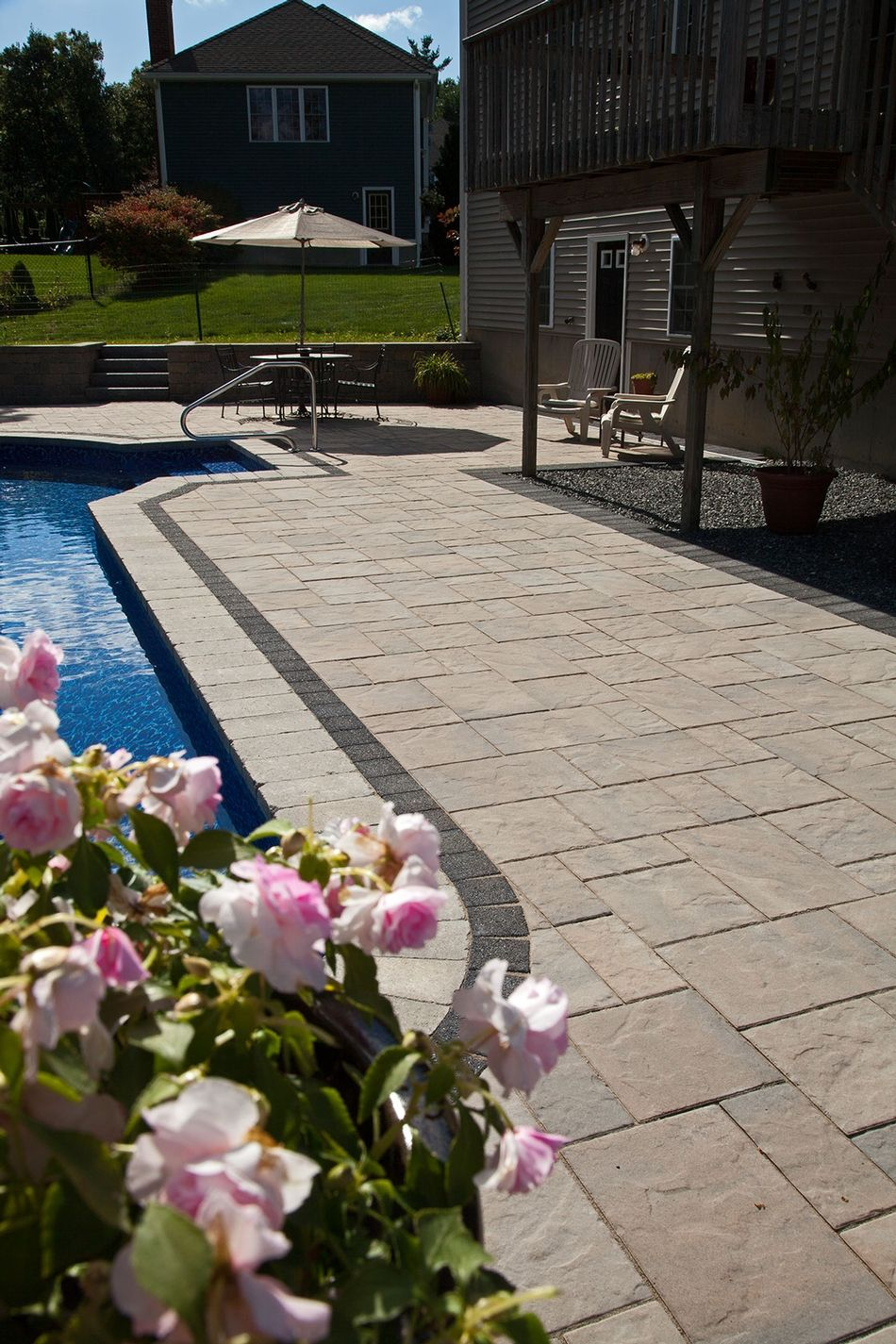 Unilock Beacon Hill Flagstone Pool Deck With Series 3000 Accent