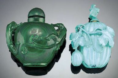 MALACHITE SNUFF BOTTLE 19TH CENTURY. TURQUOISE BOTTLE CARVED IN THE FORM OF A MATRIX MELON BOTTLE