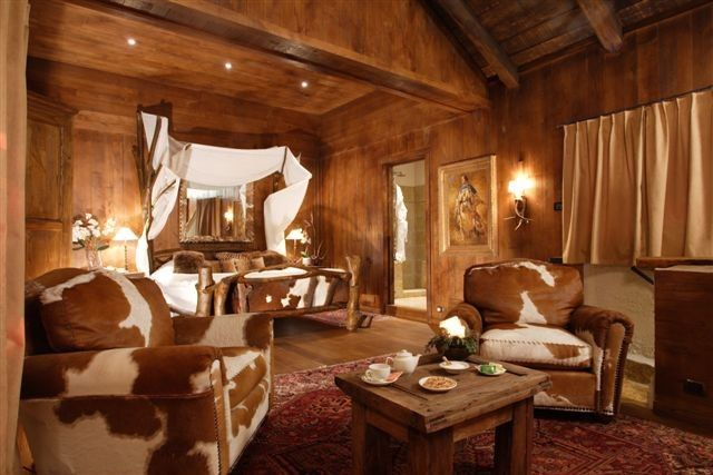 Google Image Result For Http Www Rusticinteriordesign Com Rustic Interior Design Photos Data Images Cowhide Chairs In Bedroom Jpg Stil Vestern Kolonny Stil