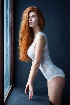 Redhead babe gets