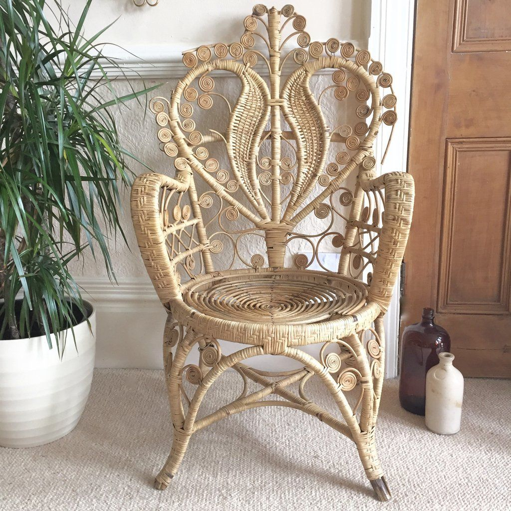 vintage boho intricate peacock wicker chair right fauteuil rotin pe la petite brocante. Black Bedroom Furniture Sets. Home Design Ideas
