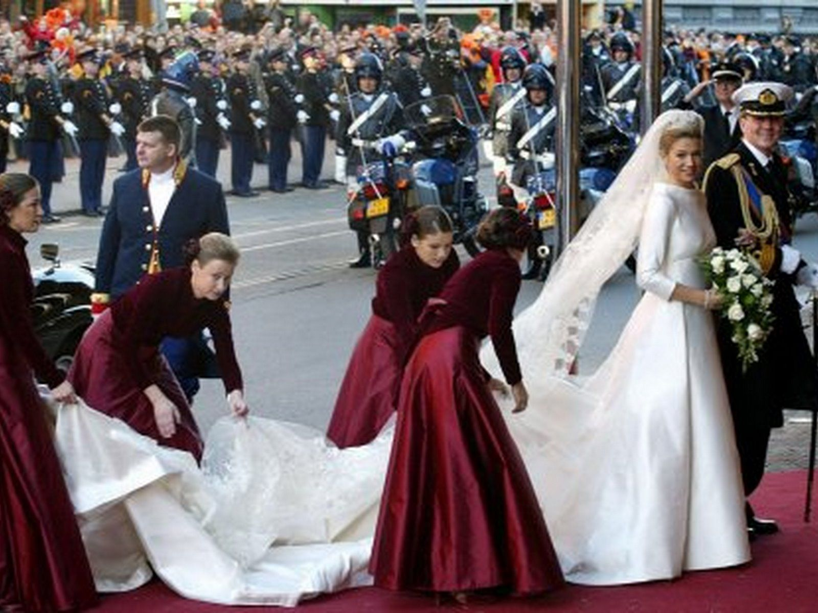 Classic royal wedding dresses for your inspiration royal classic royal wedding dresses for your inspiration ombrellifo Gallery