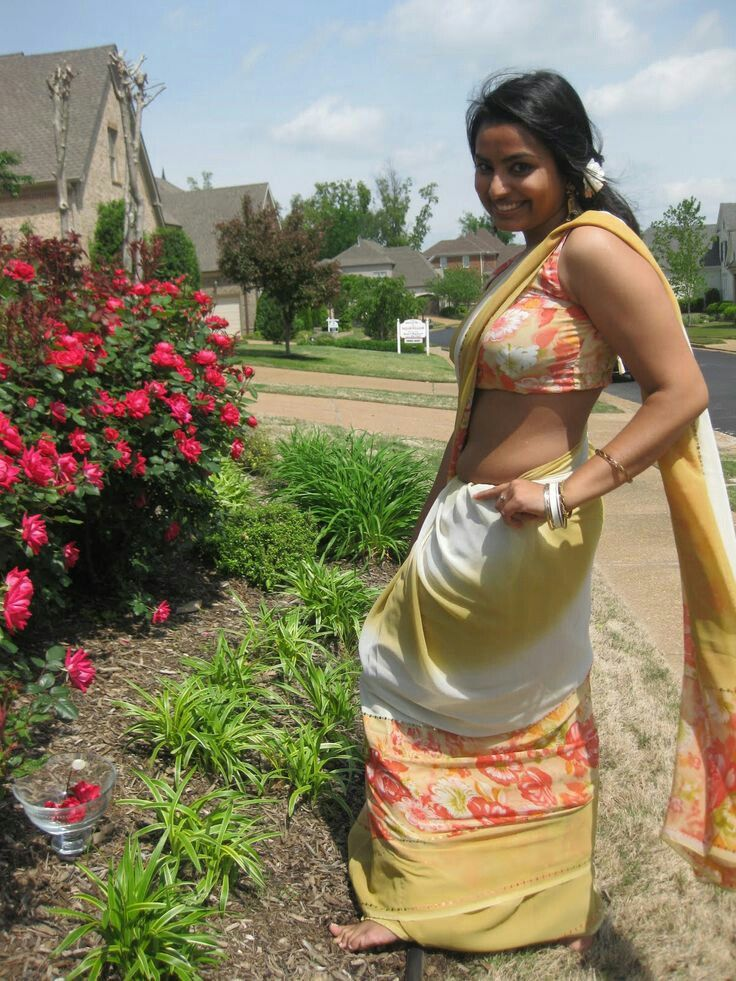 Tamil housewives naked in saree