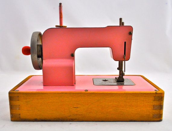 Vintage Pink Children's KAYanEE Toy Sewing Machine by ...