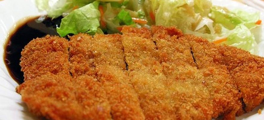 Pechuga de pollo ligeramente empanizada