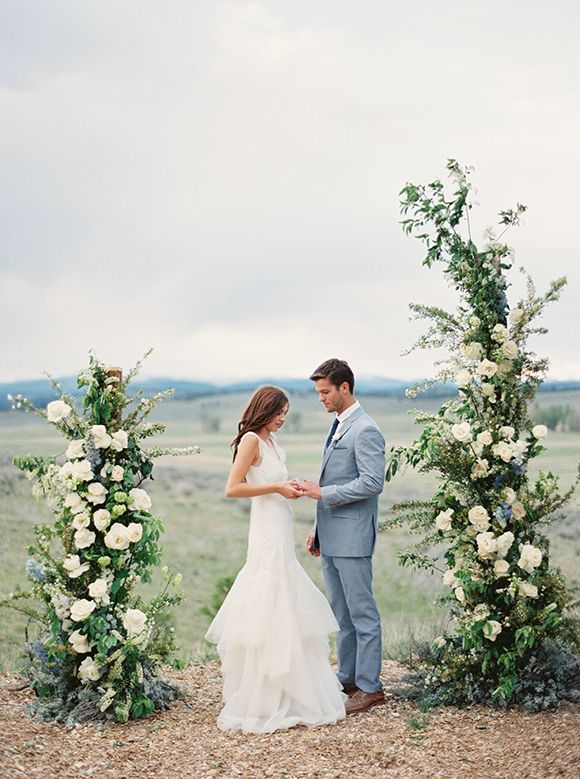 Intimate and Cosy Montana Elopement Ideas ceremony Inspiration