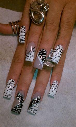zebra crazy alysnails - nail