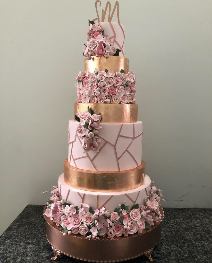 Rose Gold Quinceañera Inspiration For Your Quince | Mi Padrino -   14 wedding Rose Gold cake ideas