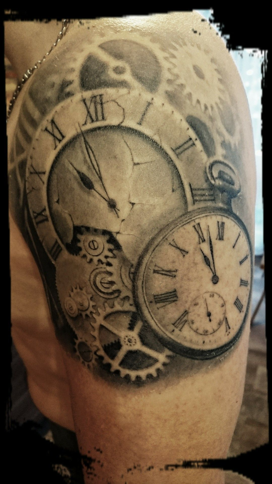 tattoo horloge montre temps tattoo tatouage horloge. Black Bedroom Furniture Sets. Home Design Ideas