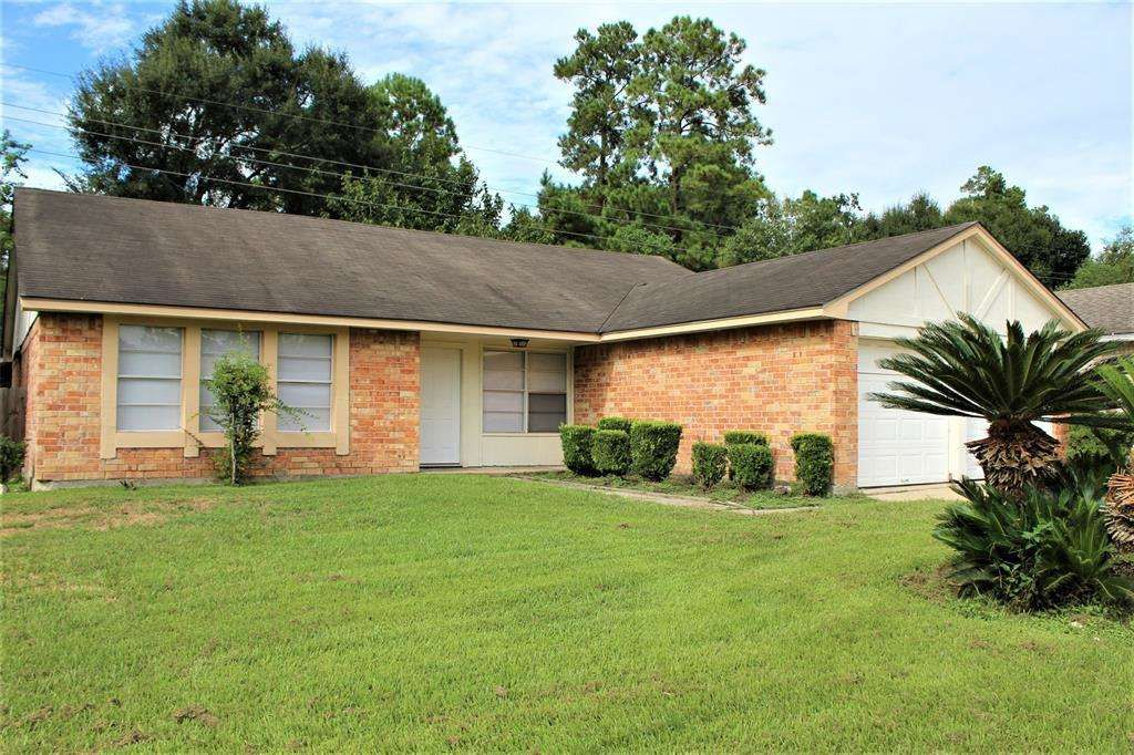 Spacious 4 Bedroom 2 Bath Home With A Huge Backyard That Backs Up To The Woods This Is A Corner Lot With No Back Sale House Renting A House Estate Homes